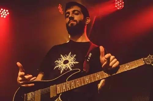 נגן גיטרה חשמלית לאירועים