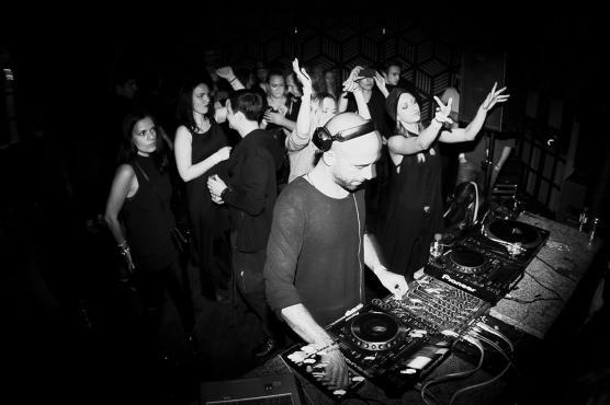 LATE NIGHT DJS
